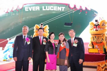 Photo caption : (from right to left) Evergreen Shipping Agency (Singapore) Chairman Mr. Patrick Ang and his wife Mrs. Pan-Tin Lim, Ms. Molly Mok, Chairman of Evergreen Marine (Singapore) Pte Ltd., Mr. Sun-Quae Lai, Chairman of CSBC Corporation and Mr. Lie-Lin Che, President of CSBC Corporation.