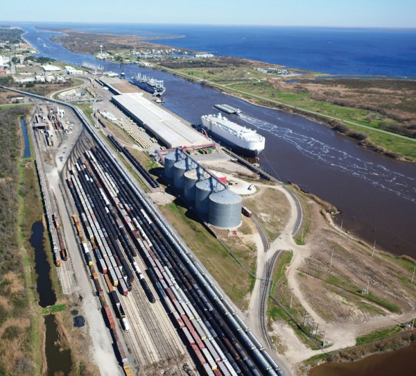 Having recently completed a rail expansion, the Port of Port Arthur is preparing to extend its working wharf by 1,600 feet and add to its warehouse infrastructure.