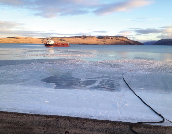 Hoses transmitting fuel to an Arctic beach location can measure up to 7,500 ft long. (Photo courtesy of Petro-Nav)