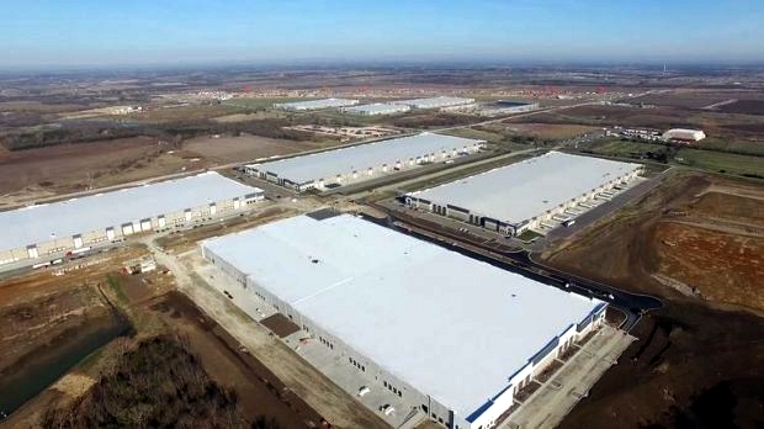 Spectrum Brands' 927,112-square-foot facility in Edgerton, Kansas, allows the firm to centralize U.S. distribution of hardware and home improvement products in a single location.