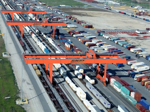 BNSF Railway handles increasing intermodal traffic with leading-edge technology at hubs such as Logistics Park Kansas City in Edgerton, Kansas.