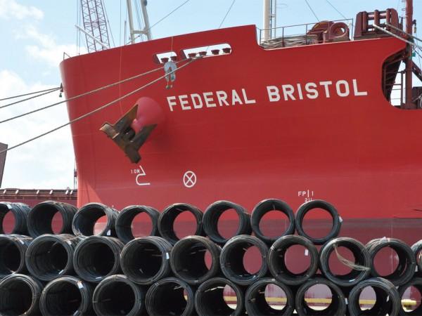Fednav Atlantic Lakes Line's Federal Bristol delivering steel products to FMT facility in Cleveland. (Courtesy of Fednav)