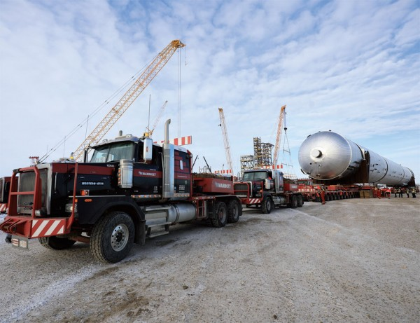 Mammoet's expertise helped to carry out a record load on Alberta's roads. (Photo Courtesy of Inter Pipeline)