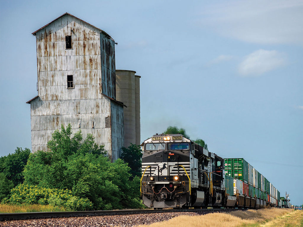 Heartland Corridor provides an intermodal link from the Port of Norfolk, VA to the Midwest ending in Chicago.