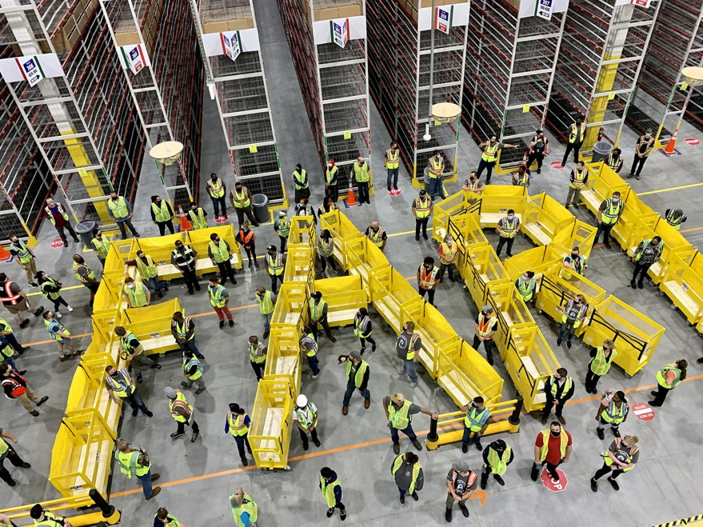 Fargo ND Fulfillment Center associates celebrate the facility opening on September 20, 2021 (Photo: Business Wire)