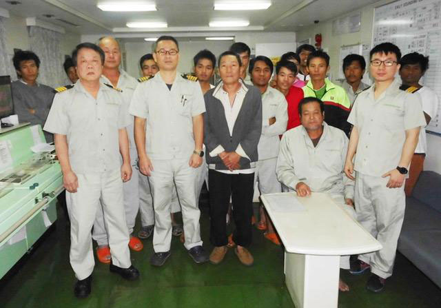 After being rescued, seafarers of HSIANG FUH No. 6 posed for a group photo with Captain Tai Yen-Tang of Ever Diadem (front row second left). Front row third left (with gray jacket) is the Captain of HSIANG FUH No. 6.