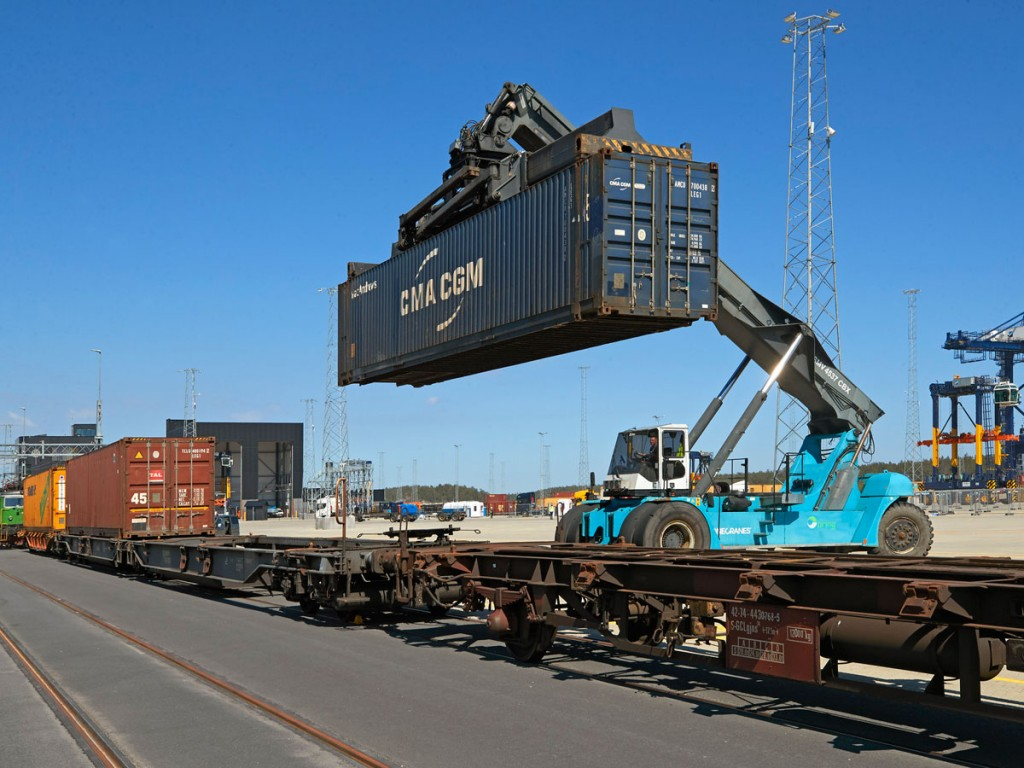 First train in Stockholm Norvik Port Photo: Per-Erik Adamsson/Ports of Stockholm