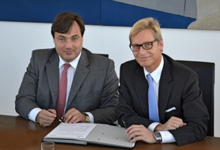 Karl Gernandt, Chairman of Kuehne + Nagel International AG, and Dr. Heiko Fischer, CEO of VTG Aktiengesellschaft, signed an agreement to merge certain rail logistics operations of the two companies