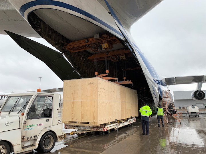 charter an Antonov An-124 aircraft for the flight from Frankfurt-Hahn in Germany to Chicago-Rockford