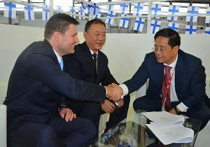 Pictured from left: Ian Stentiford, Senior Vice President, Evoqua Electrocatalyitc; Charlie Wang, General Manager, Hai Cheung, China; Randolph Zhang, President, Infinitus Holding