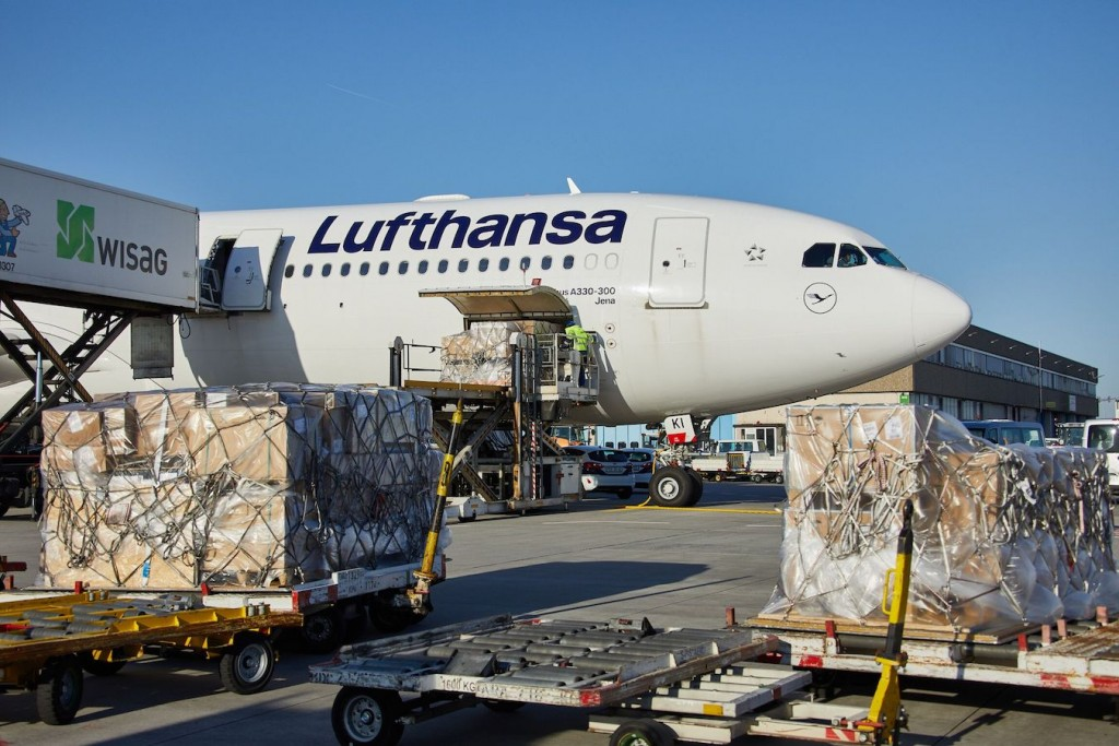 Lufthansa A330 Loading