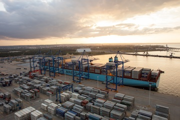 Maersk Mc-Kinney Moeller berthing at DCT.