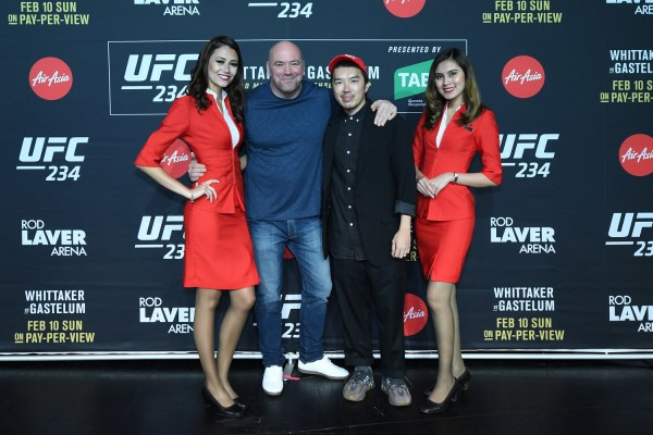 (2nd from left) UFC President Dana White and AirAsia Group Head of Branding Rudy Khaw flanked by AirAsia Cabin Crew