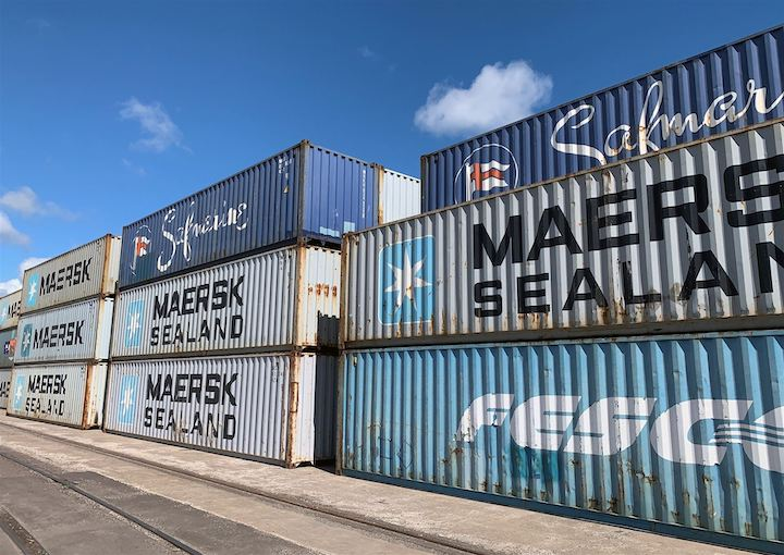 https://www.ajot.com/images/uploads/article/200903_Intermodal-containers-stacked-at-Clure-Terminal_resized.jpg