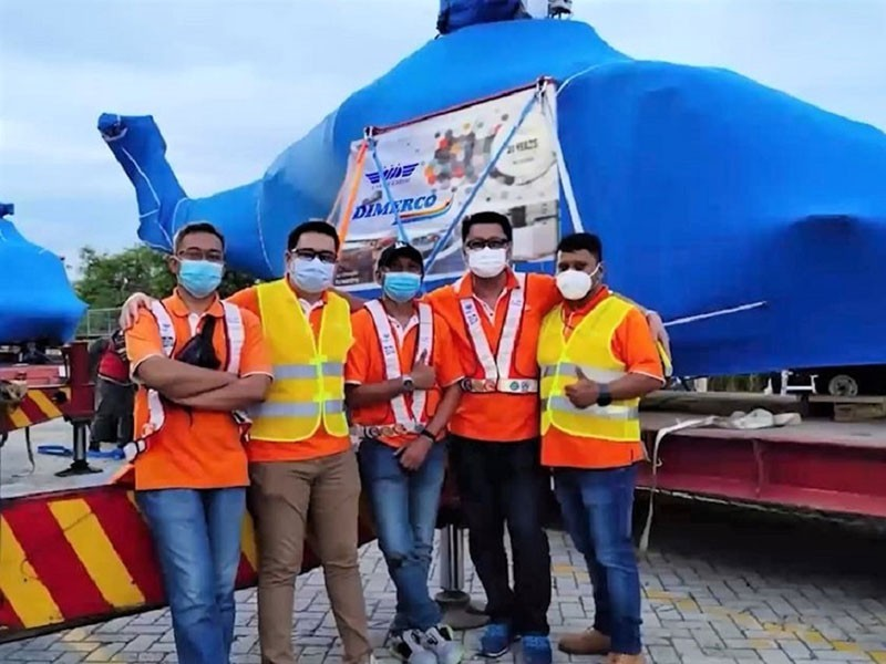 https://www.ajot.com/images/uploads/article/Dimerco-team-delivered-3-helicopters-to-West-Jakarta1.jpg