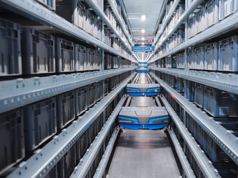 https://www.ajot.com/images/uploads/article/Warehouse-Automation-VVA_Single-level-Shuttle-SSI-Flexi-Arvato-Supply-Chain-Solutions.jpg