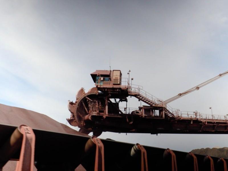 https://www.ajot.com/images/uploads/article/burns-harbor-stacker-reclaimer-iron-ore.jpg