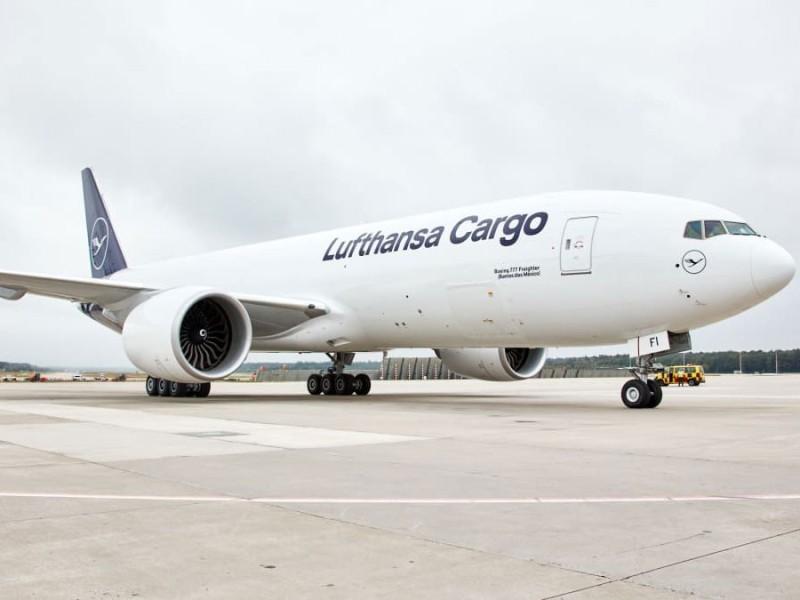 https://www.ajot.com/images/uploads/article/lufthansa-cargo-on-tarmac.jpg