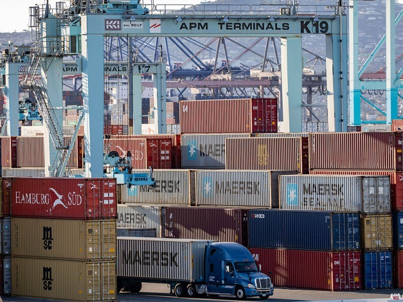 https://www.ajot.com/images/uploads/article/port-of-la-truck-containers-transtainers.jpg