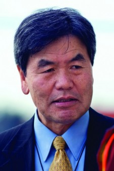 Tay Yoshitani, soon to retire as CEO of the Port of Seattle, plans to finish his term as chairman of the AAPA.