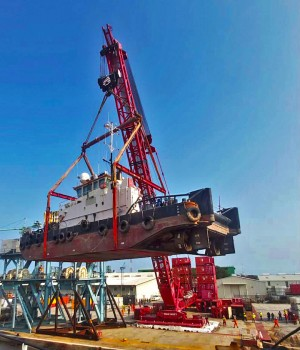 First heavy lift with Mammoet's terminal crane in Nigeria
