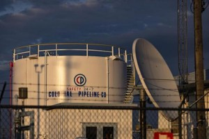 Storm's blackouts disrupt Texas fuel shipments to East Coast