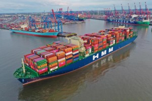 Containership 'HMM NURI' makes first call in Hamburg