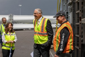 Governor Inslee tours wind blades at Port of Vancouver USA