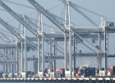 Port of Oakland hails shipping lines, terminal for clean air work