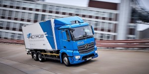 Daimler Truck eyes profit rebound, electric rig in spinoff year