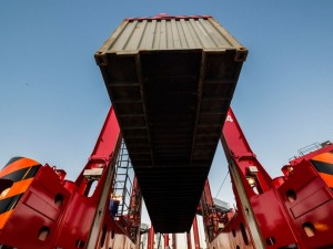 Kalmar receives an order for 10 eco-efficient hybrid straddle carriers