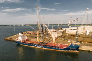 1,300 maritime cranes – from Rostock to the world