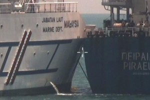 Malaysian Vessel, Greek Carrier Collide in Singapore Waters