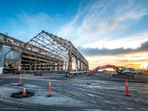 Mammoet moves historic building for Pier 70