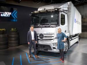 Mercedes−Benz Trucks presents fully electric vehicles