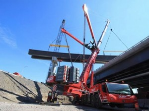 World's Largest Mobile Crane Lifts Girder with Modulift Beam