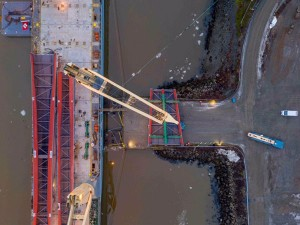 SAL Heavy Lift delivers bridge sections from China to Norway