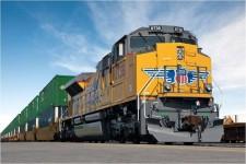 Union Pacific taking cargo around-the-clock near L.A. ports