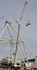 Orlando eye gets a lift by crane rental
