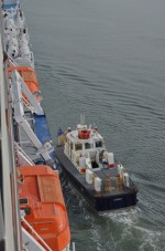 Panama pilot boat getting in position