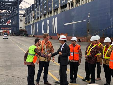 Indonesian President Joko Widodo meets with CMA CGM staff during his visit at Jakarta Port – May 15th, 2018