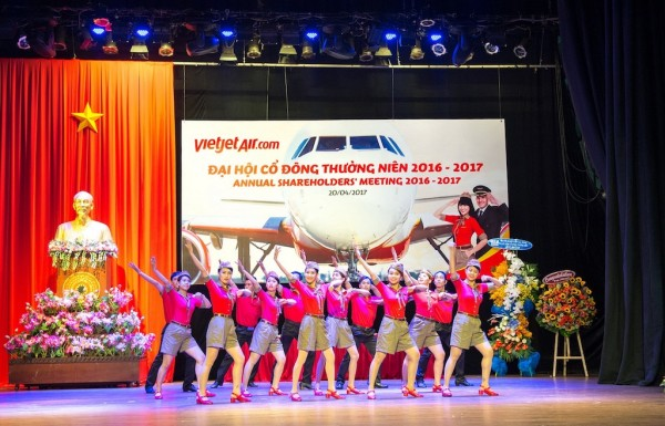 Opening dance performance by the Vietjet flight attendants