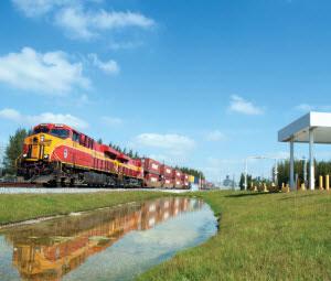 FEC train on tracking entering Port Everglades.