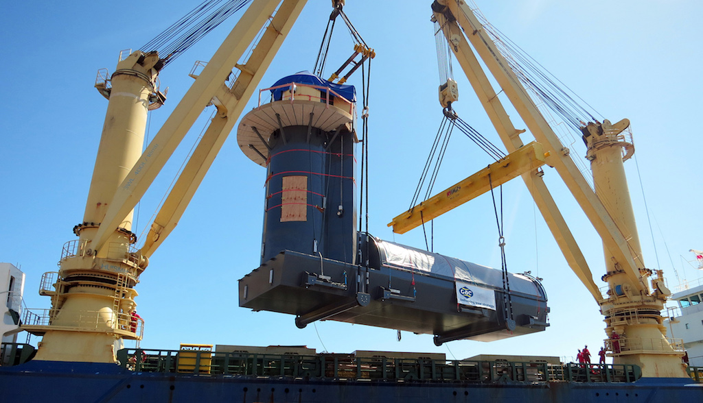 The 410 MT 22.5 m structure is loaded (credit Mike Murphy)
