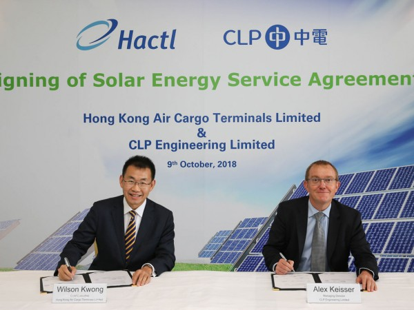 Wilson Kwong, Hactl Chief Executive (left) and Alex Keisser, Managing Director of CLP Engineering Limited, sign the Solar Energy Service Agreement at Hactl's facility.