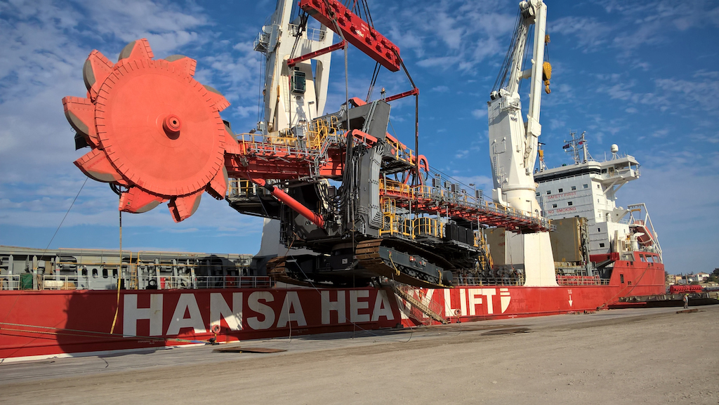 Unloading the huge shiploader