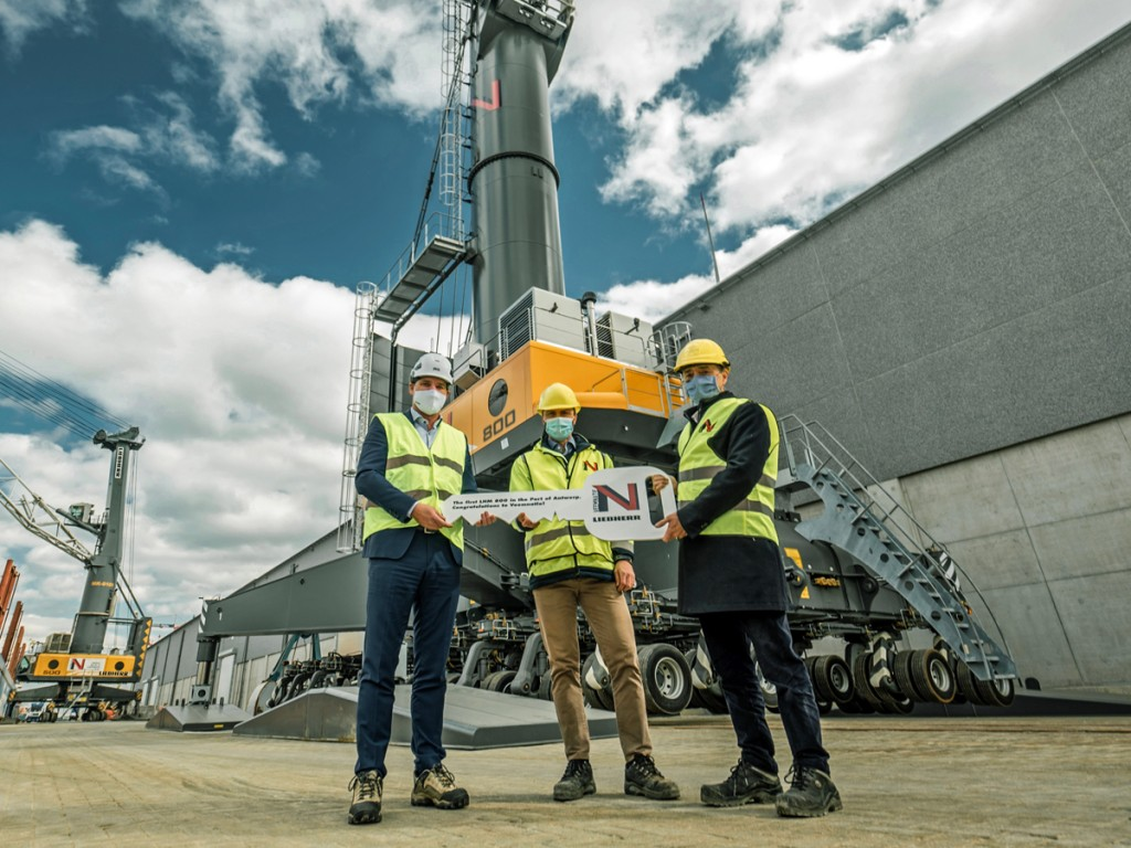 Liebherr and Veemnatie representatives at the official handover ceremony. From left to right: Pieter Vuylsteke (Liebherr), Davy Blyweert (Veemnatie) and Christian Zenner (Stakeholder Representative)