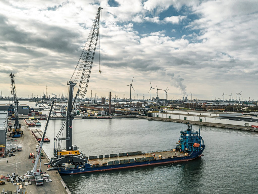 A Liebherr LHM 800 mobile harbour crane will take new dry bulk terminal in the Port of Antwerp to the next level