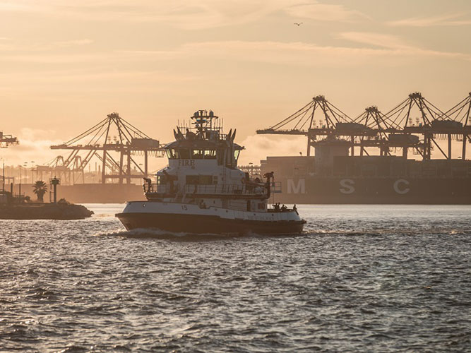 7153522ed34c6 In total, terminals moved 688,457 twenty-foot equivalent units (TEUs)  through Long Beach last month. Imports dropped 8.2 percent to 347,736 TEUs,  ...