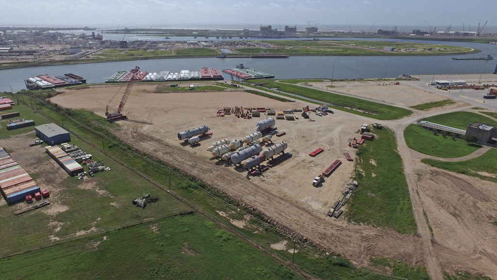 Mammoet's site at the Port of Freeport offers 10 acres of space as well as two water ingress/egress locations